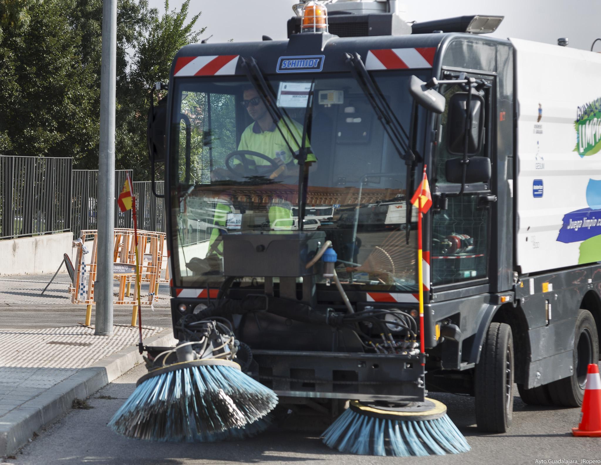 Los servicios de limpieza contarán con 50 operarios más en Ferias y Fiestas