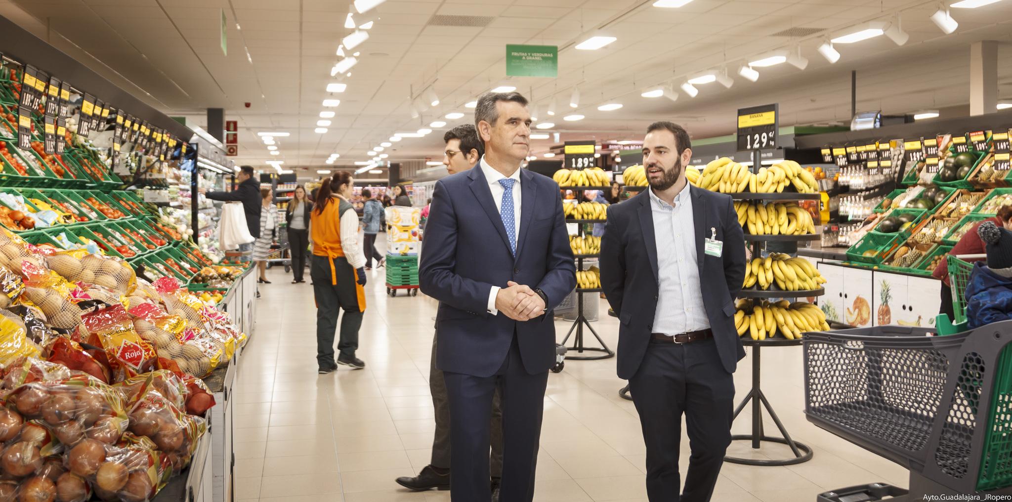 El alcalde visita la nueva tienda eficiente de Mercadona
