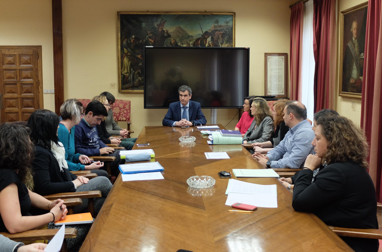 El Alcalde de Guadalajara se reúne en el Ayuntamiento con los vecinos desalojados de las viviendas sociales de la JCCM