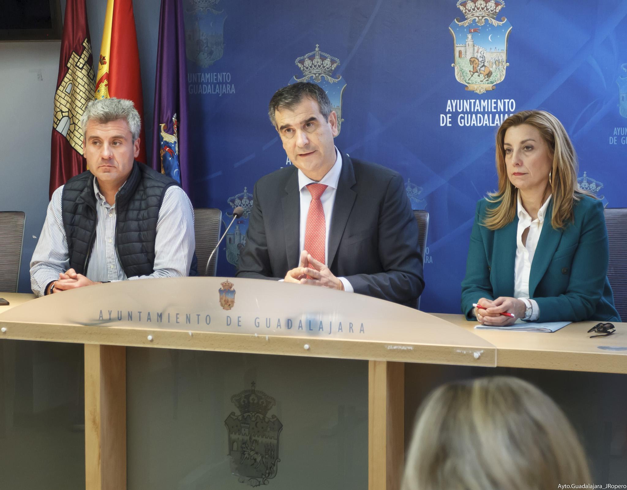 El alcalde presenta la Oferta de Empleo Público de 2019, con 136 plazas