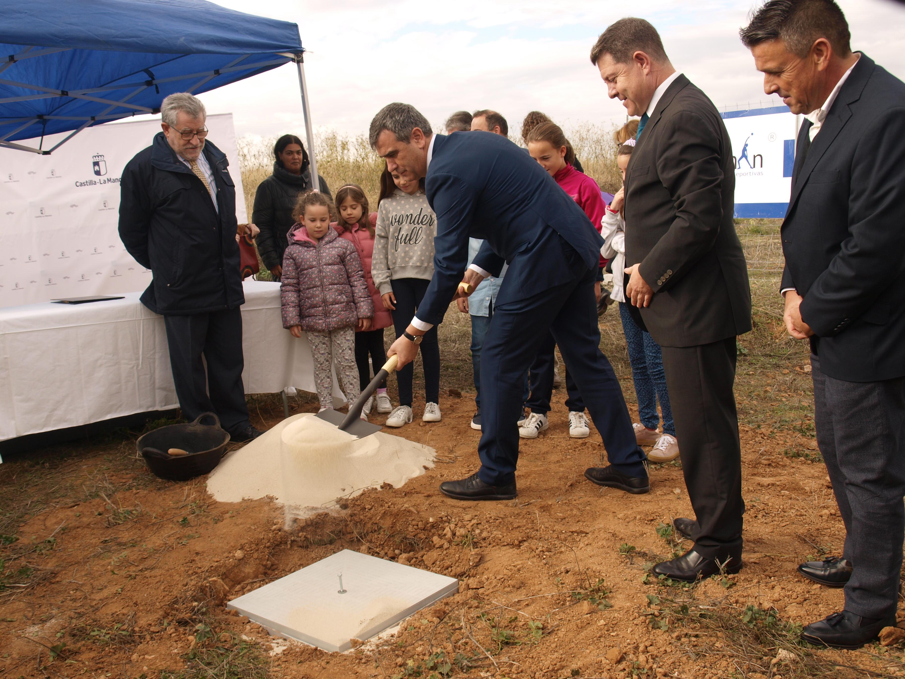 Román expresa su satisfacción por el inicio de unas obras que se han demandado durante años al gobierno de Castilla-La Mancha