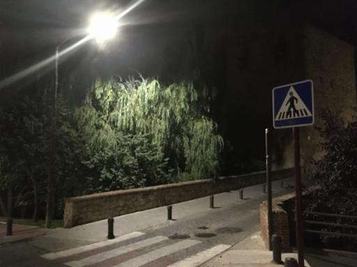 El Ayuntamiento mejorará los puntos de luz de las aceras en varias zonas de la ciudad