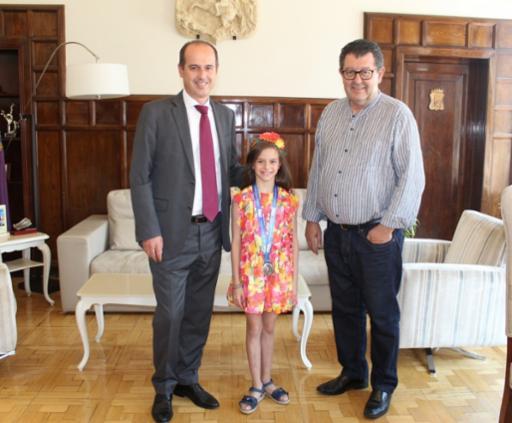 El alcalde recibe a la gimnasta Aimara Fajardo