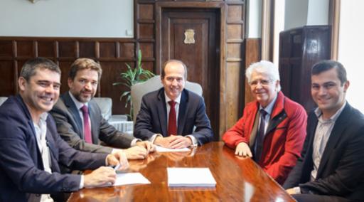 El alcalde recibe al presidente de Luis Simões, compañía que traslada su sede en España a Guadalajara