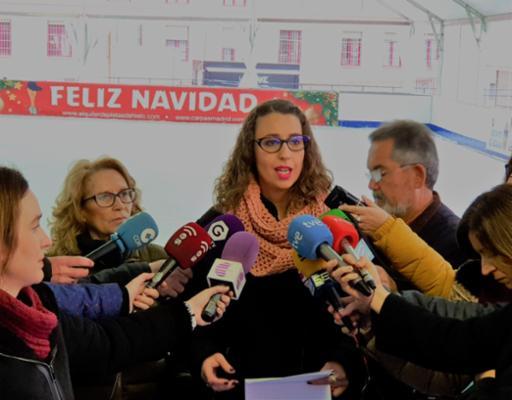 La pista de hielo y el tobogán gigante del Mercado de Abastos se convierten en gratuitos y solidarios desde hoy al jueves
