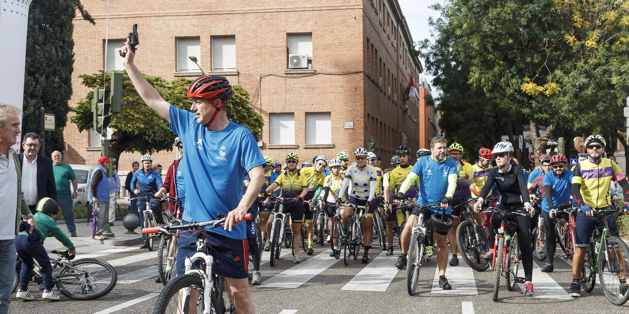 Más de 2.000 personas participan en la celebración del Día de la Bicicleta