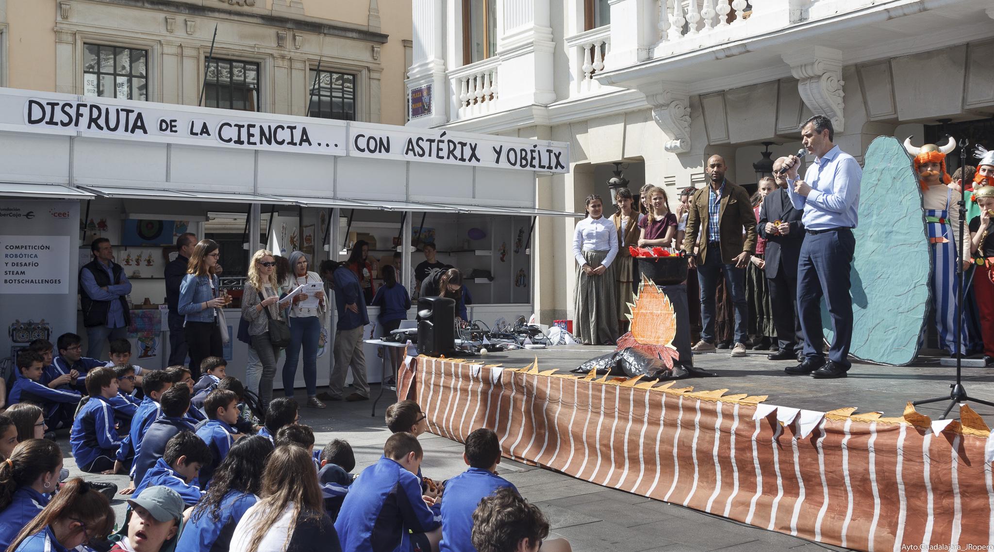 Arranca la II Feria de la Ciencia y Tecnología Interescolar en la Plaza Mayor