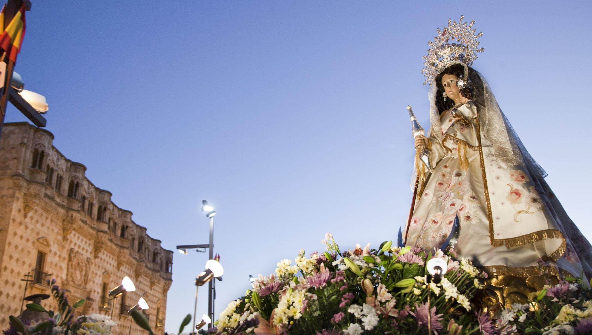 La  Virgen de la Antigua, detalle monumental del mes de septiembre