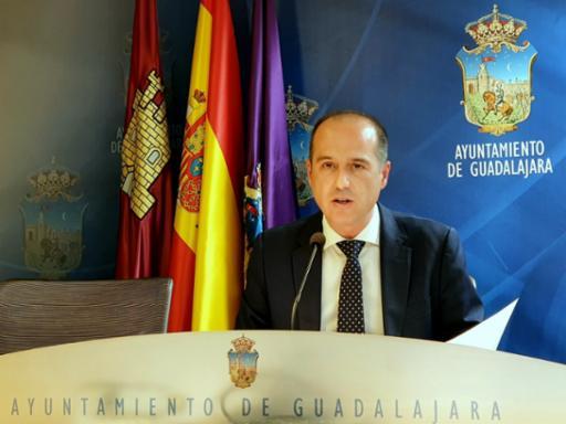 El alcalde anuncia un aplazamiento fiscal para evitar problemas de liquidez a familias y  autónomos