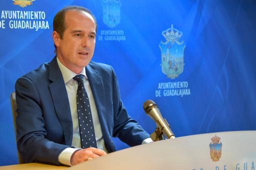 """El Ayuntamiento destinará 6,7 millones de euros a la """"reconstrucción económica y social"""" en un acuerdo con patronal y sindicatos"""