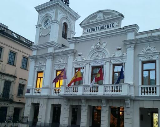 Las banderas del Ayuntamiento ondearán a media asta en señal de duelo por el sufrimiento que está ocasionando el COVID-19