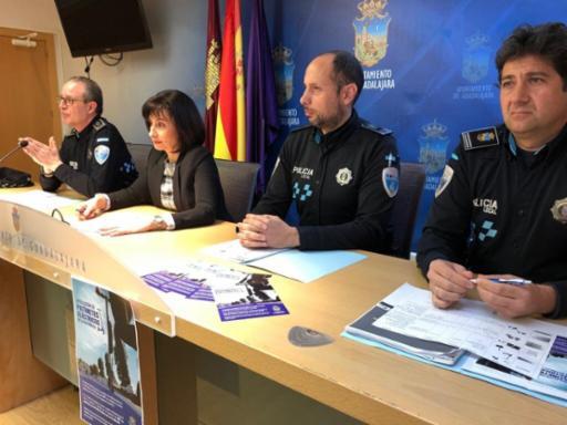 Comienza una campaña informativa de la Policía Local para que los ciudadanos conozcan la nueva normativa de la DGT que prohíbe el uso de patines eléctricos en aceras y zonas peatonales