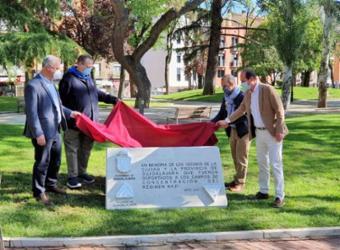 Diputación y Ayuntamiento de Guadalajara instalan en la Concordia un monolito en homenaje a las víctimas del Holocausto