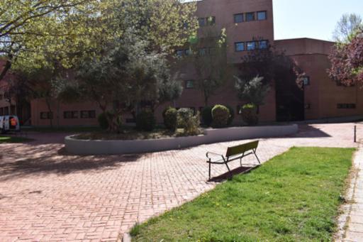 El Plan de Empleo ejecuta un arreglo integral del parque de la calle Hermanos Fernández Galiano mejorando su accesibilidad